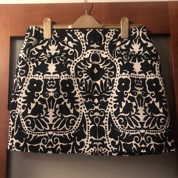 H&M black and white design mini skirt size 10